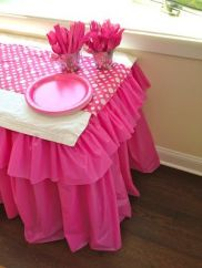 ruffle table cover